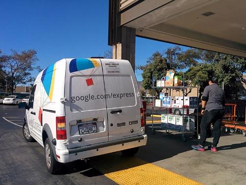 写真2●Costco店頭に止まるGoogle Express車両