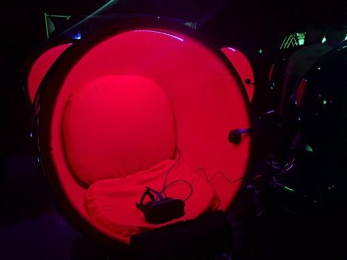 写真2●コクーン型座席の内部