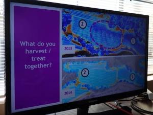 写真5●農地の状況を予測する技術の説明