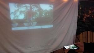 写真7●小型プロジェクター「Moto Insta-Share Projector」