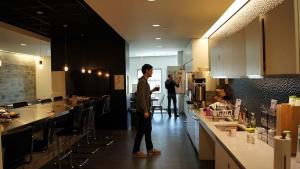 写真7●スタジオの中のキッチン