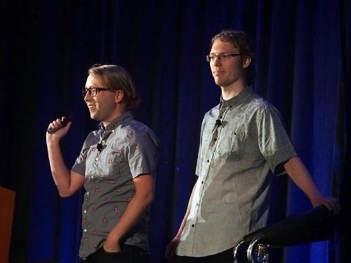 写真1●講演するAndrew Krug氏(左)とGraham Jones氏(右)