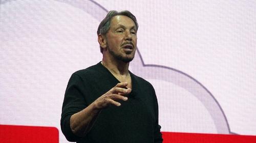 写真1●「Oracle OpenWorld 2016」の基調講演に立つ米OracleのLarry Ellison会長兼CTO(最高技術責任者)