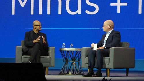 写真2●対談する米MicrosoftのSatya Nadella CEO(左)とGEのFlannery CEO