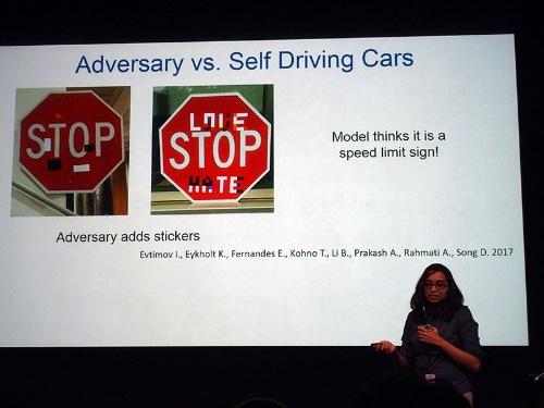 図3●自動運転車に対するアドバーサリアル・エグザンプル攻撃の例
