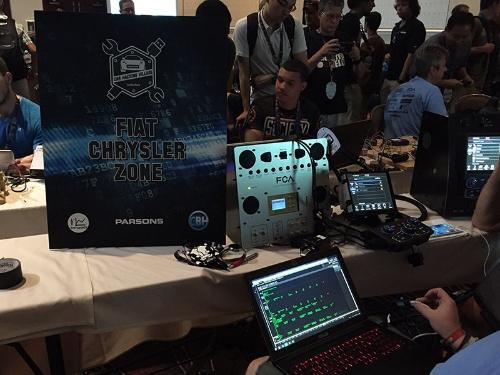 写真3●「Def Con 24」での「Car Hacking Village」の模様<br />出典:米Bugcrowd
