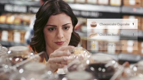 写真2●Amazon Goで商品を選択するイメージ