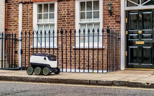 写真2●ロンドンを走るStarship Technologiesのロボット