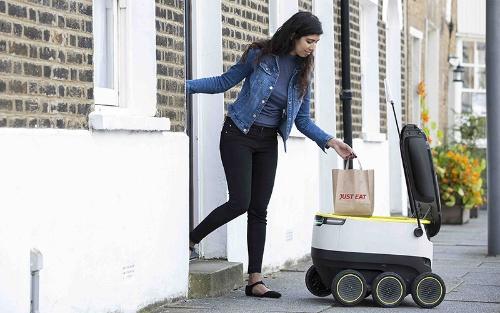 写真3●Starship Technologiesのロボットが商品を届けたところ
