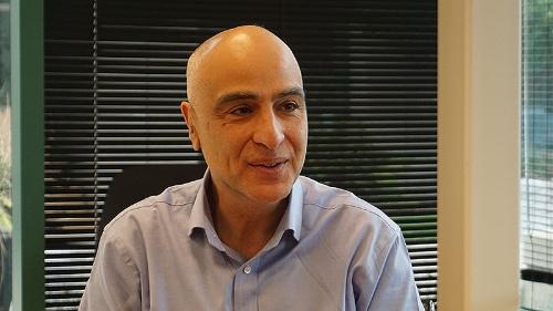 写真2●今後の方針について語るTalal Shamoon CEO