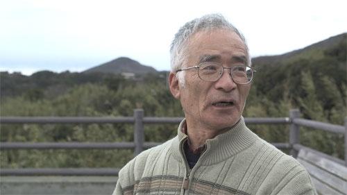 大島在住の中田保は、幻に秘められた島民の情熱に思いをはせる