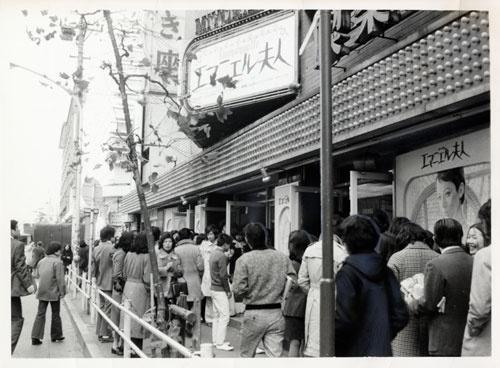 1974年12月、『エマニエル夫人』が上映されたのは、東京・日比谷のみゆき座。定員の倍近い1500人が押し寄せ、その7割以上が女性。「女性に売る」。山下の賭けは当たった。いや、彼の眼は時代を確かに捉えていた