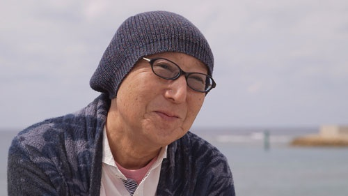 日本のテレビ番組のあり方を変えた男、元フジテレビディレクター佐藤義和。地位が低く見られていたお笑い番組を根本から変え、たくさんのスターを生み出していった。MANZAIブームを作り出した制作者が真の舞台裏を明かす