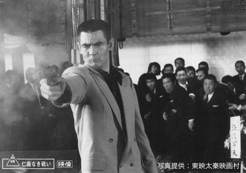 1973年1月13日に公開された映画『仁義なき戦い』。菅原文太主演、監督したのは深作欣二だ