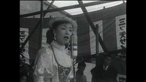 戦後の焼け跡の中で育った彼女の歌は、日本を勇気づけてきた