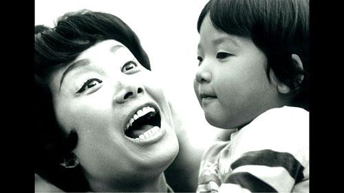 年に20日間しか一緒にいられなかった美空ひばりと息子・和也