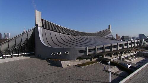 代々木競技場は全体が曲線で構成され、独特のシルエットを持つ