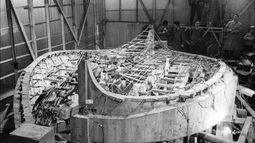 コンピューターのない時代、建設にあたっては10メートルを超える模型がつくられ、強度計算が繰り返された