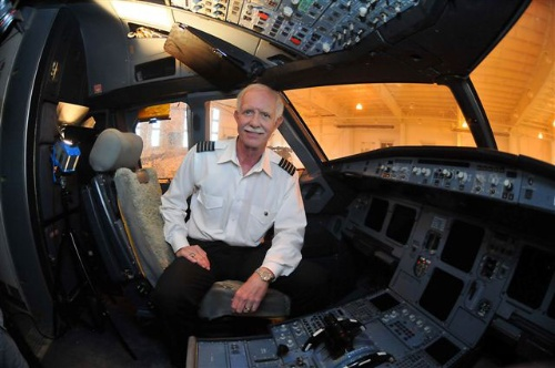 着水を成功させたUSエアウィエズ1549便のチェズレイ・サレンバーガー機長