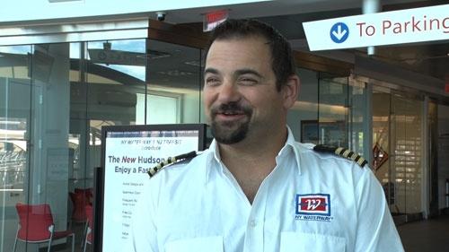 不時着から4分後、一番最初にフェリーで現場に駆けつけ、救助に当たったヴィンセント・ロンバルディ船長