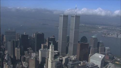2001年9月11日、テロの標的となったワールドトレードセンター。アメリカ経済の象徴が崩れ去った