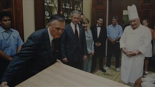 当時の大統領ジョージ・ブッシュ(中央)。番組ではホワイトハウスの人々から知られざる素顔についても語られる