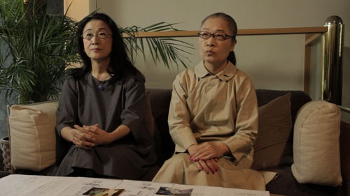 もたいまさこ(右)と木野花がミニスカートの衣装で臨んだCMは、お茶の間の笑いと共感を誘い、大ヒット
