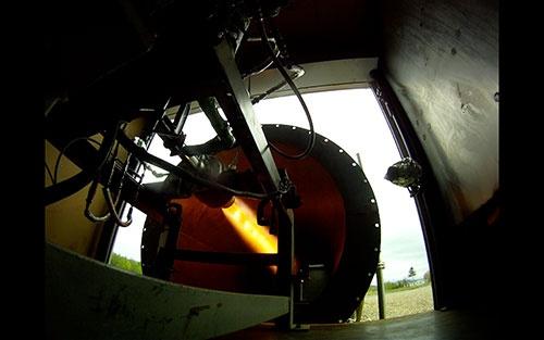 ISTはロケットエンジンを自社開発している。写真は大樹町での燃焼実験の様子
