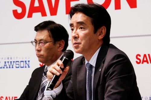 ローソンの竹増貞信社長はセーブオンについて「オーナーさんが地域に根差したお店づくりをしている」と持ち上げた(2017年2月1日、東京・中央)=撮影:尾関 裕士