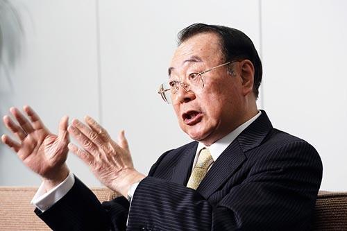 上田準二(うえだ・じゅんじ)氏。1946年秋田県生まれ。山形大学を卒業後、70年に伊藤忠商事に入社。畜産部長や関連会社プリマハム取締役を経て、99年に食料部門長補佐兼CVS事業部長に。2000年5月にファミリーマートに移り、2002年に社長就任。2013年に会長となり、ユニーグループとの経営統合を主導。2016年9月、新しく設立したユニー・ファミリーマートホールディングスの社長に就任。2017年2月末で退任予定。(写真:都築雅人)
