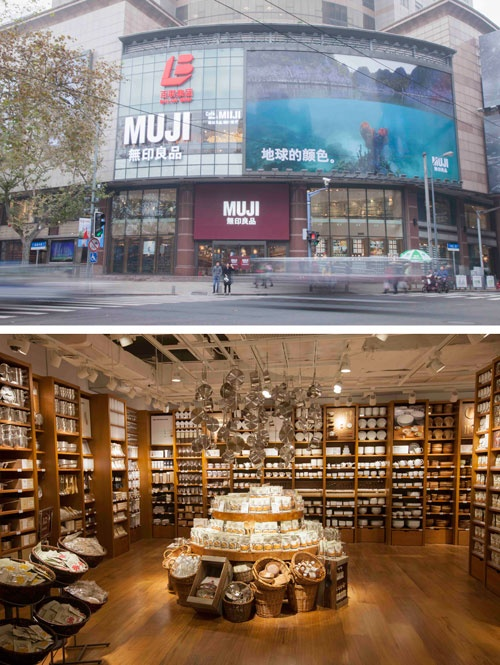 2015年12月に中国・上海にオープンした旗艦店「無印良品 上海淮海755」の外観(上)と店内(下)。7000アイテムある商品を見やすく並べることで、「無印良品」の世界観を伝える。旗艦店があることで周囲に展開する店舗の客数も増える効果は大きい