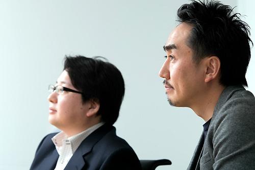 出澤社長(右)と舛田取締役(左)は、「LINEを投入した当時と同じようにチャンスがある」と語る(撮影:的野弘路)