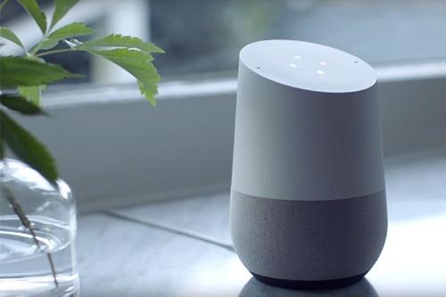 米グーグルのスマートスピーカー「Google Home(グーグルホーム)」。米国では昨年11月から出荷が始まった(ユーチューブから)