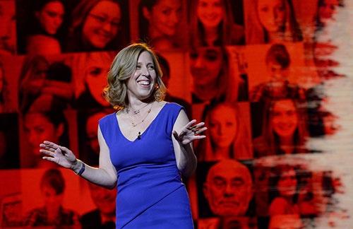 グーグルの傘下にあるYouTubeのCEOを務めるスーザン・ウォジスキ氏。1990年代の終わりに、16番目の社員としてグーグルに入社。2014年2月より現職。要職を務めながら、46歳のときに5人目の子どもを出産し、米国でも話題を集めた
