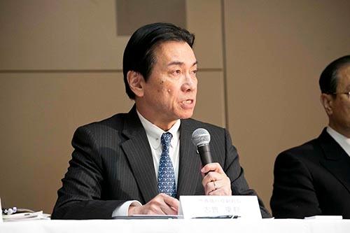 志賀重範氏は原子力事業における巨額損失の責任を取るため、2017年2月15日付で会長を辞任した(写真:的野 弘路、撮影は2016年3月)
