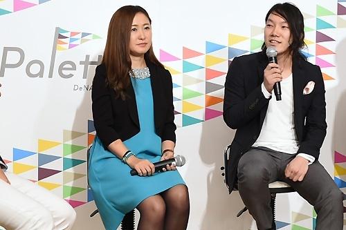 2015年4月、キュレーションサイトのプラットフォーム「DeNAパレット」の発表会には、村田マリ氏(左)や、MERYを運営する子会社、ペロリの中川綾太郎氏(右)らも参加した