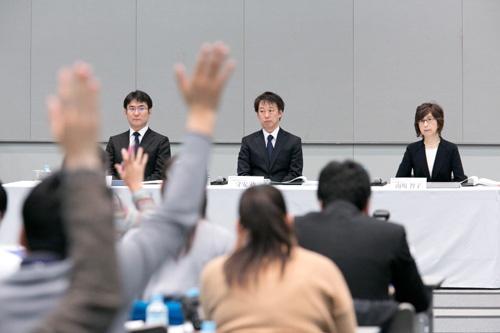 13日の会見は第三者委員会、続いてDeNA経営陣と続き、合計で3時間超に及んだ(撮影:的野弘路)