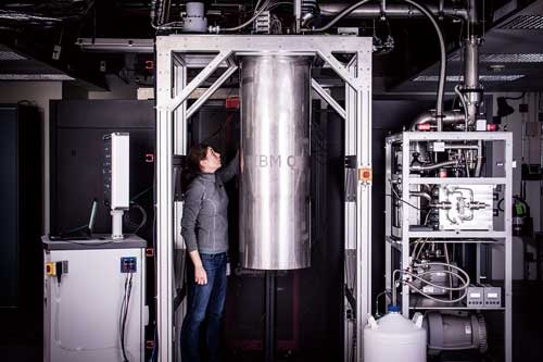 米IBMが2016年に公開した「量子ゲート方式」の試作機。特定の問題に限らず、計算能力を飛躍的に高められる