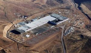 米テスラとパナソニックが米ネバダ州に建設したギガファクトリー