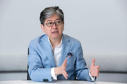 仮想通貨事業を取り込み「金融を再定義する」と語る松本大・社長CEO(写真:的野弘路、以下同じ)