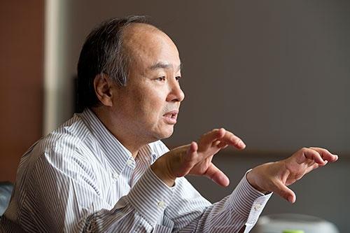 ソフトバンクグループの孫正義社長。8月の日経ビジネスのインタビューで「我々はプラットフォームに徹する。要するにパートナーシップモデルなんです」と語っていた。(撮影:的野弘路)