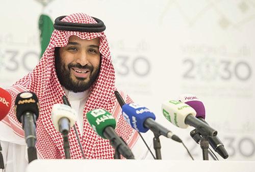サウジアラビアのムハンマド副皇太子は4月に同国の改革構想「ビジョン2030」をまとめた。 その一環としてソフトバンクと共同でファンドを立ち上げる(写真=代表撮影/Abaca/アフロ)