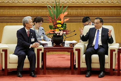 経団連会長らが訪中し、11月21日に李克強首相と会談した(写真:ロイター/アフロ)