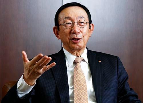 日清食品ホールディングスの安藤宏基社長。2020年度に時価総額1兆円を目指している。(写真:竹井俊晴)