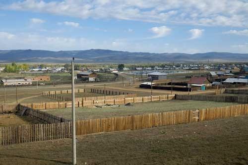 今日もシベリアに朝がやってきた。ウラン・ウデ到着の30分ほど前に通過した小さな村