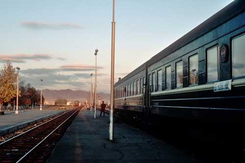 30年前の中国~モンゴル~ソ連の国際列車。ソ連国境近くのモンゴル国内の駅で撮影した(1985年)