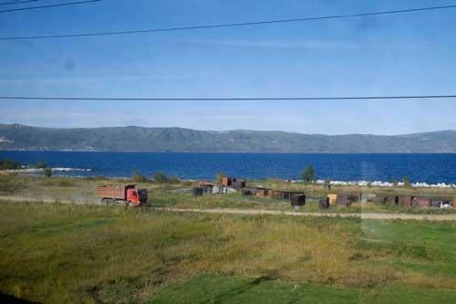 バイカル湖は広いといっても縦に長いので、対岸がはっきりと見える