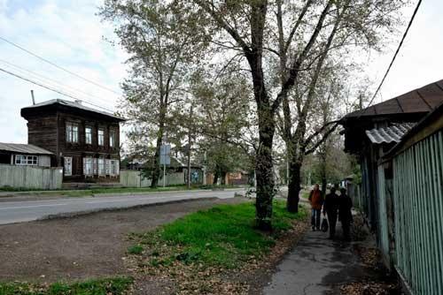 再開発地区の先には、昔ながらの雰囲気を残す一角が今もあった