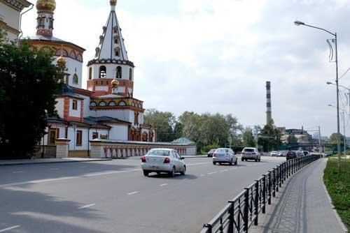 ソ連崩壊後に教会として復活。外装もきれいに塗られて修復された
