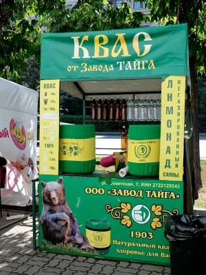 ハバロフスクではこんなクヴァス売りの露店も出ていた